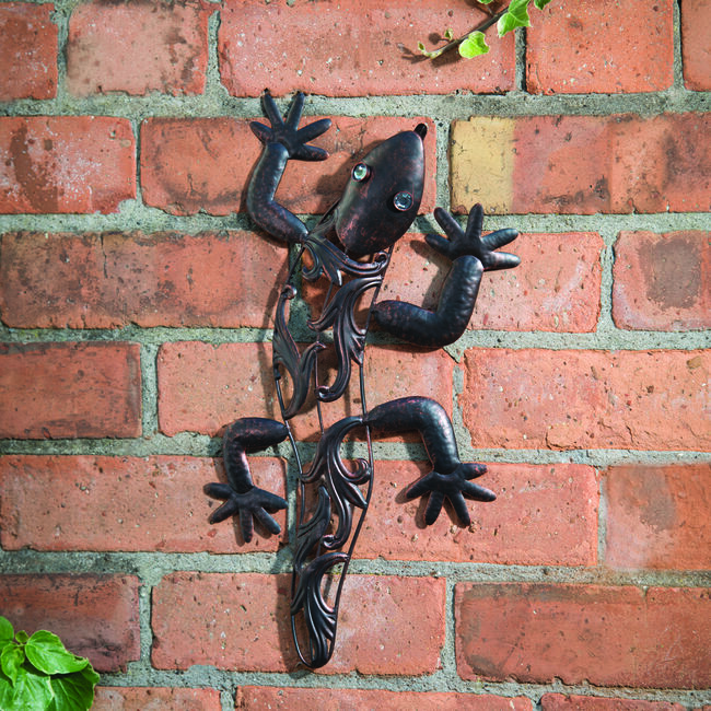 Small Gecko Hanging Wall Art